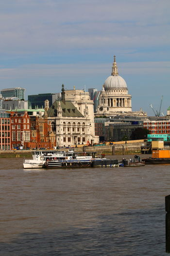 River Thames skyline The Traveler - 2018 EyeEm Awards St Paul's Cathedral Thames Bank Thames Skyline Architecture Details 3XSPUnity Taking Photos Close-up Urban Skyline Dome Architecture Bridge Photography Lost In London Architecture Boats And Moorings Boats On The River Postcode Postcards Be. Ready.