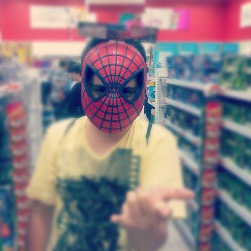 Homem aranha, homem aranha, nunca bate, sempre apanha..