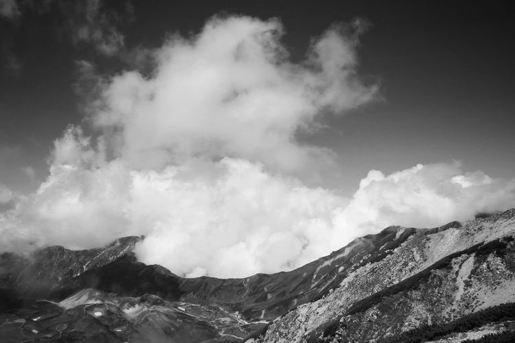 奥大日岳は雲の中へ… Mountain Clouds Nature No People Cloud - Sky Sky Lovely Weather Mountains And Sky Landscape Outdoors Mountain Range Beauty In Nature Blackandwhite EyeEm Best Shots From My Point Of View Monochrome 別山 奥大日岳 雷鳥沢 室堂