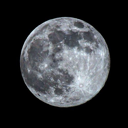 ストロベリームーン🍓(ᐥᐜᐥ)♡︎ᐝ 久々に月撮ったかもです。綺麗でしたね。 Moon Japan 射手座満月 月