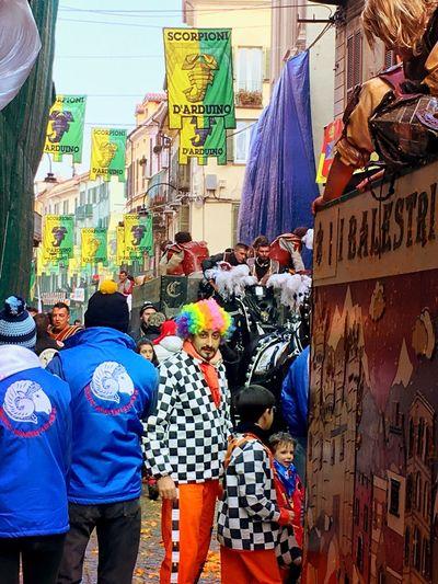 Carnivale Di Ivrea Oranges Carnivale Clown Italian Culture Italy Crowds Carnival Crowds And Details
