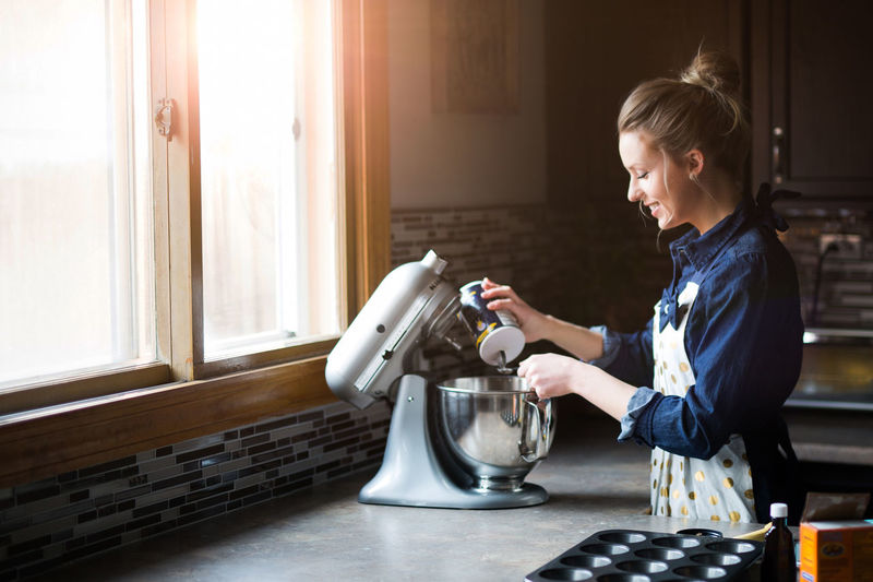 Cooking Adults Only Baking Blond Hair Casual Clothing Coffee - Drink Day Domestic Kitchen Domestic Room Food Freshness Home Interior Indoors  Kitchen Kitchen Aid Muffins One Young Woman Only Only Women People Preparation  Real People Sunflare Women Young Adult Young Women