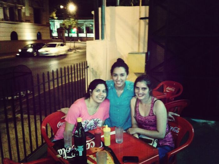 con ellas... :) Enjoying Friends