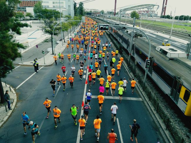 High Angle View Large Group Of People Transportation City Life Crowd Road Outdoors Streetphotography Honor6 Autumn Fitness Runners Marathon Running Train capturing motion InMotion Sportsphotography People Running Lisbon Portugal The Photojournalist - 2017 EyeEm Awards