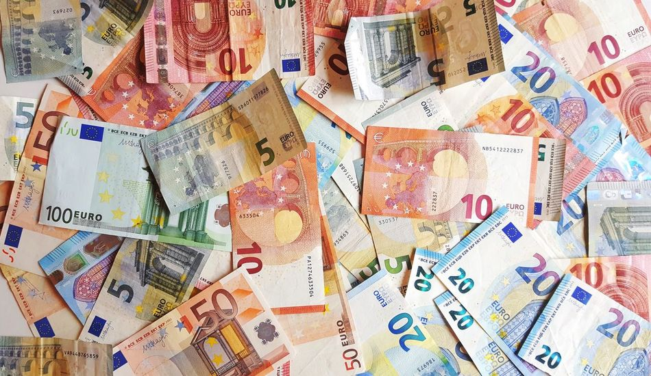 Show Me The Money Money Euro Cash Cash Money Finance Five Ten Twenty Fifty HUNDRED Paper Paper View Numbers Bill Certificate High Angel View Colourful Colours Wealth Simple Simplicity Colours And Patterns No People Still Life Lieblingsteil