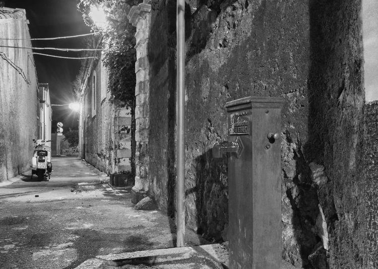 A funtanella Siciliana Mussiferru Black & White Streetphoto_bw Mascalucia Vespa Sicilia Visitsicily Tranquility Pietralavica