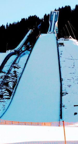 Skisprung Schanze hier in Garmisch-Partenkirchen wenige Tage vor dem Neujahrsspringen Ski Jumping Arena here in Garmisch-Partenkirchen just a few days before the next tournament,the so-called New Year's Ski Jumping Outdoors Day Snow No People Cold Temperature Nature Mountain Sky
