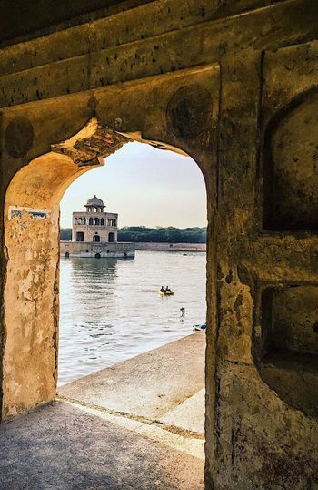 Its a lovely, lovely place to come and visit. I am very happy to be here. This is my fav place to go to when my mind searches for peace. Shot another scene at Hiran Minar Sheikhupura. Popular Hanging Architecture Arch Built Structure History Water Building Exterior Neighborhood Hello World This Week On Eyeem We Are Photography, We Are EyeEm Looking At Camera You Raise Me Up✨ Resist! Check This Out Togetherness Eyem Diversity EyEmNewHere Neighbourhood Close-up No People