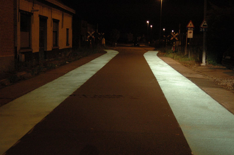 Baasrode Dendermonde Night Photography Nikon Nikon D70 Reflection Road Road Markings Traffic Architecture Building Exterior City Cyclism Guidance Illuminated Night Night View No People Outdoors Reflecterende Fietssuggestiestrook Straat Street Traffic Calming Urban Landscape Visibility