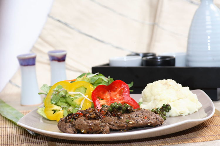 Beef steak Close-up Dinner Focus On Foreground Food Food And Drink Freshness Garnish Healthy Eating Indoors  Mash - Food State Meal Meat No People Plate Ready-to-eat Rice - Food Staple Salad Serving Size Still Life Table Tomato Vegetable Wellbeing