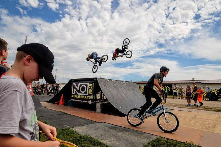 Nowear BMX Team Nebraska State Fair September 1, 2018 Grand Island, Nebraska Camera Work Check This Out Event EyeEm Best Shots FUJIFILM X-T1 Fujinon 10-24mm F4 Getty Images Grand Island, Nebraska Nebraska State Fair NowearBMX Photo Essay Photojournalism RISK Skill  Stunt Action Action Shot  Bicycle Bmx  Extreme Sports Freestyle Mid-air S.ramos September 2018 Spectator