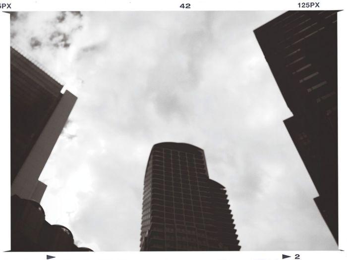 渦中のホテルが入っております。^^; Architecture Clouds And Sky
