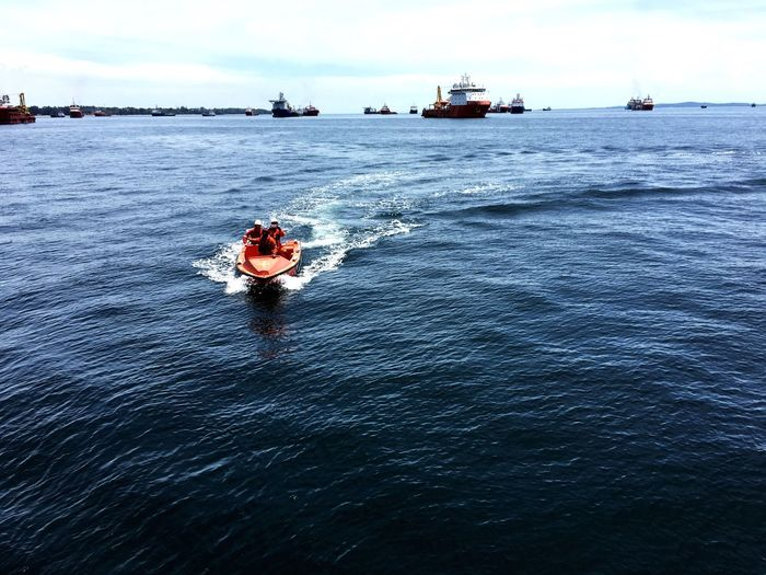 Rescue boat drill operation by an offshore crew Drill Rescue Operation Offshore Oil And Gas
