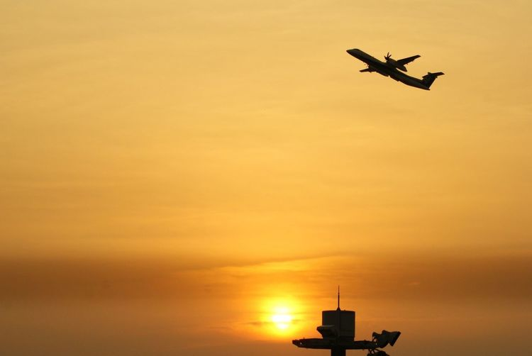 EyeEm Best Shots Nature_collection Taking Photos Sunset Sea And Sky Silhouette Sun_collection Light And Shadow Airport Traveling