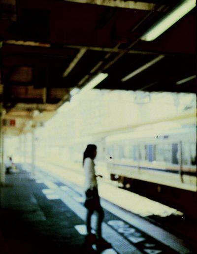 ゾーンフォーカス(目測式)はこんなピンボケ写真の量産。 Silhouette 駅 ホーム フィルム Film Fujica Filmcamera 35mm Film Old Filmcamera 35mmfilmcamera