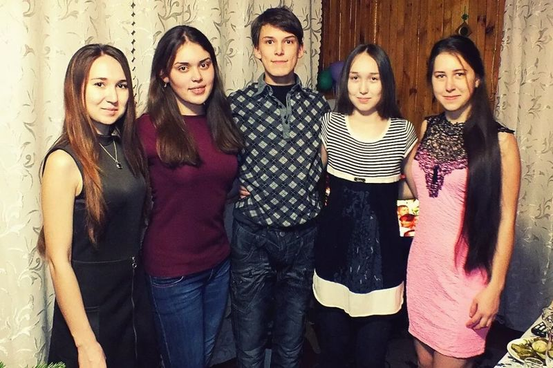 Friendship Group Of People Party - Social Event Looking At Camera Fashion People Portrait Arts Culture And Entertainment Nightlife City Young Adult Togetherness Adult Adults Only семья💖 Сестра😇😇