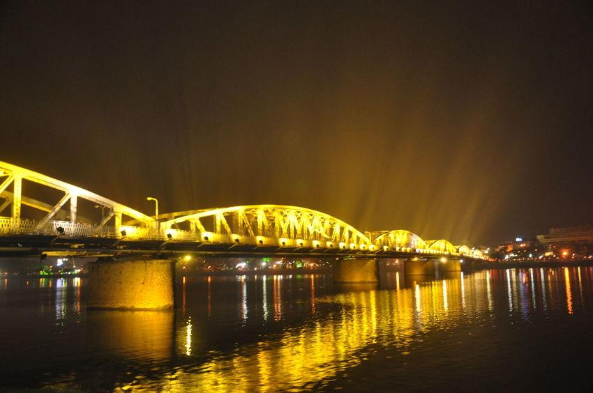 สะพานเจ็ดสี - เว้ เวียดนาม (Truongtien bridge - Hue,VN) Hue Vietnam Truong Tien Bridge Truong Tien Bridge, Architecture Built Structure Illuminated Nature Night Truong Gia Binh EyeEmNewHere