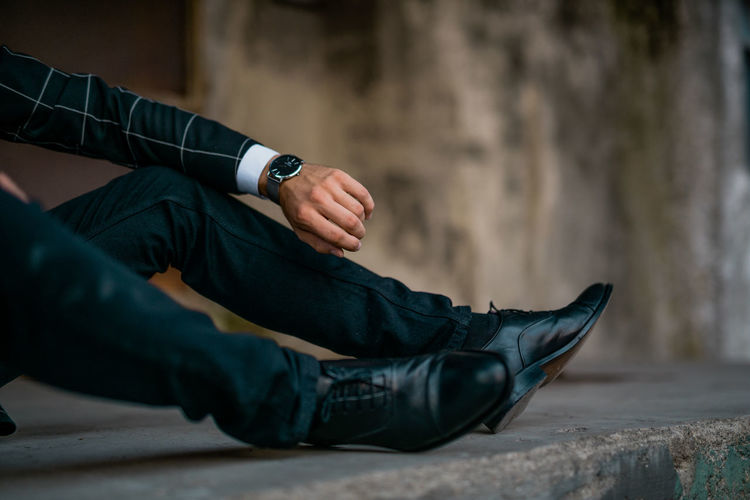 Man Stylish Body Part Bycicle Casual Clothing Day Hand Hopelessness Human Body Part Human Leg Leather Lifestyles Low Section Man Fashion Men One Person Real People Relaxation Resting Retro Style Retro Styled Selective Focus Shoe Sitting Social Issues Style Style And Fashion Wall