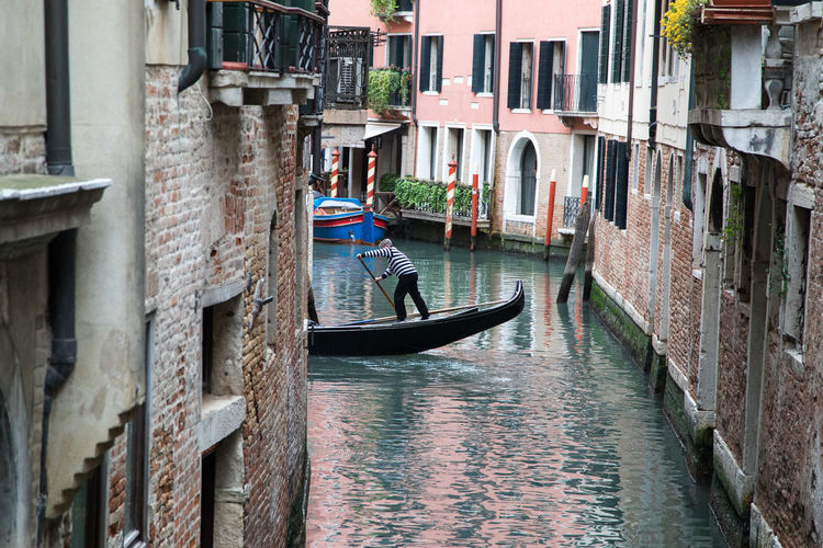 Gondola Architecture Building Building Exterior Built Structure Canal City Day Gondola - Traditional Boat Gondolier Gondoliere Men Mode Of Transportation Nautical Vessel One Person Real People Rowing Transportation Water Waterfront