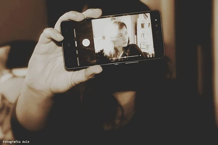 Día 16 Photographing Communication Photo Photography Photographer Fotografia Photograph Nicephoto Mobile Photography Movil Autoretrato Blancoynegro Whiteandblack Person Wireless Technology Memories Photography Themes