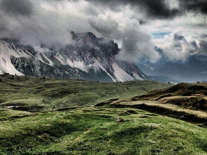 Unterhalb der Geislerspitzen an der Piralongia- Hütte, Südtirol, Italien Walking Around IPhoneography EyeEm Best Shots Taking Photos OpenEdit Mountains Eye Em Nature Lover Dolomites, Italy The Great Outdoors - 2016 EyeEm Awards
