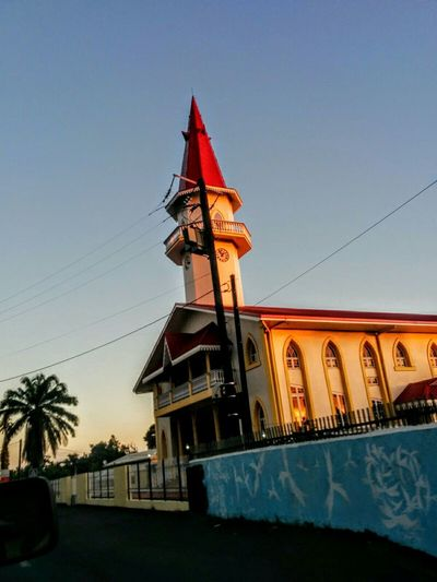 The church dazzled by the sun 😊 Church Blue Sky Church (: Beautiful Eyemphotography Take Photos Taking Pictures Dazzling Sunlight