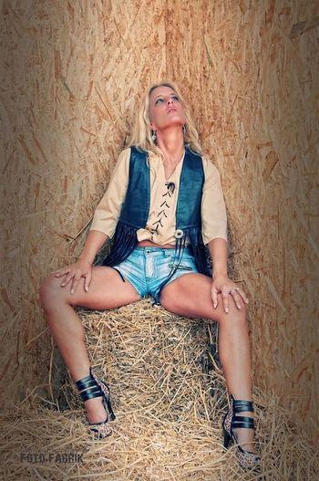 Blond Hair Sitting Women Who Inspire You SexyGirl.♥ Nina Goodnight Good Morning! Good Morning Blonde HighHeels Blonde Girl High Heels Beautiful Woman Sternfee Legs Sexylegs Sexygirl