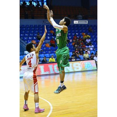 Ricci Paolo Rivero @riccinsweetness chipped in 13 pts (3/5 treys) for the Greenies within 16 minutes span of his playing time ??? . . . NCAA Ncaa90 Ncaaseason90 CSBvsSBC benildesanbeda juniors benilde lsgh greenies sanbeda redcubs hoop basketball themanansala