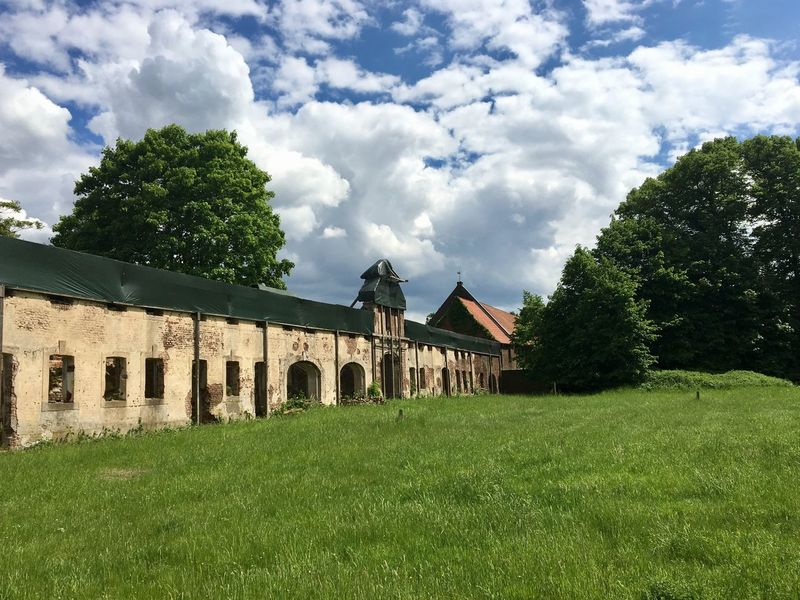 Ruine und Park Haus Meer... Architecture Built Structure Tree Cloud - Sky Building Exterior Grass Green Color Sky Day No People Outdoors Nature Growth Beauty In Nature Kloster Haus Meer Park Ruine Ruin Ruined Building Ruins Architecture Ruins Still Beautiful Meerbusch🌳