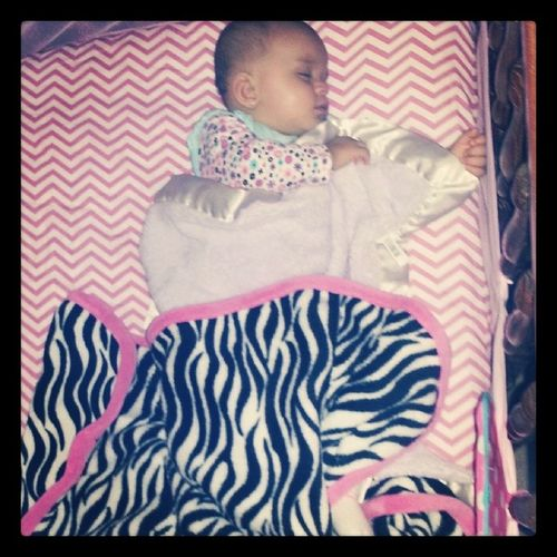 Oh my goodness. She is sooooooooo like her mommy.. She got her lil foot out while sleeping!! Shesmyotherhalf Justlikemebutidenticaltodaddy Shesthebestofbothworlds MyPrincess ♥ goodnight 8monthsold