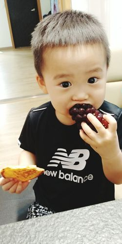 EyeEmNewHere New Baby Cute Kids Babies Only Food And Drink Sweet Food Baby One Person Toddler  Food Childhood Text Eating People Holding Indoors  Looking At Camera Protruding Human Body Part Front View Cake Indulgence Unhealthy Eating How To Eat A Bunch Of Grapes