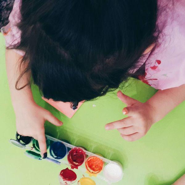 Here is my little girl 😍 Kindergarten Finger Painting Photooftheday EyeEm Best Edits VSCO Art Painting Art Bestoftheday Eye4photography  Kindergarten Art Little Girl