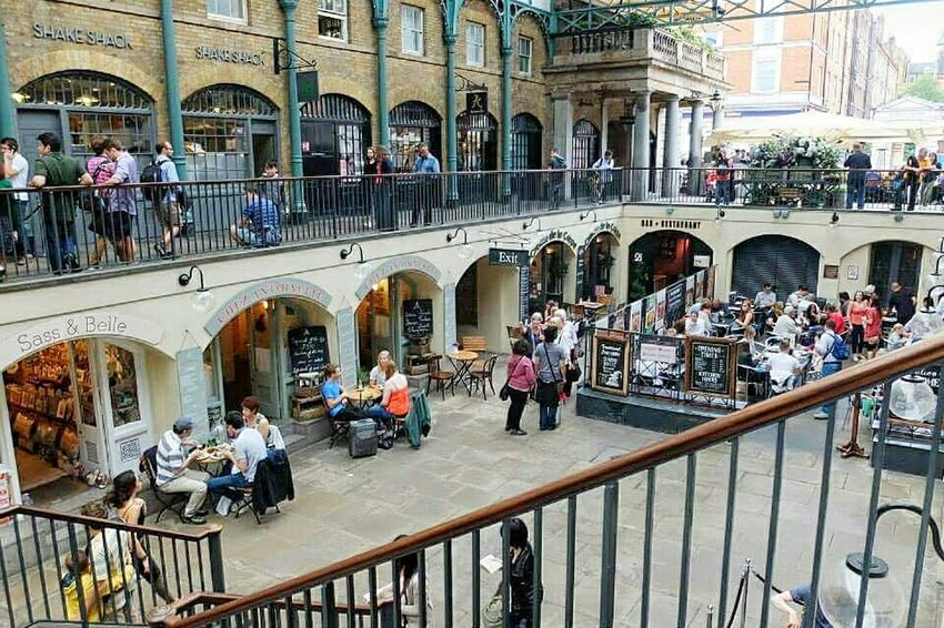 People Watching Travelphotography Coventgardenmarket Coventgarden England Sightseeing Traveling Travelingtheworld  Traveler Urban Lifestyle