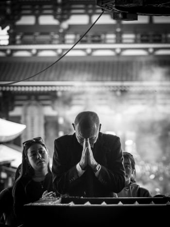 「 PRAYER 」 Tokyo Japan Asakusa People People Watching Blackandwhite Black&white Monochrome M.zuiko Olympus Olympus Om-d E-m10 EyeEm EyeEm Selects Temple Prayer One Person Men Front View