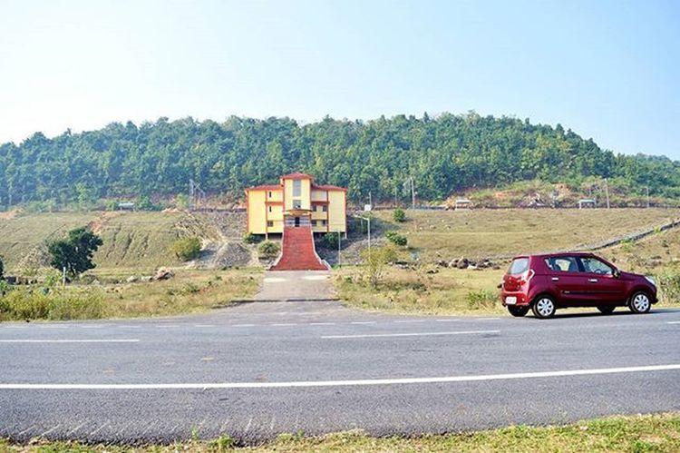 Tangiriapal Railway Station Somewhere between Dubri to Harichandanpur . Nature Naturephotography Naturelover Naturelovers Awesome AwesomeDay Roadtrip Naturescenery Bestrailwaystation Perfectview Greenery Hills Imageoftheday Keonjhar Bhubaneswarbuzz Iamnikon
