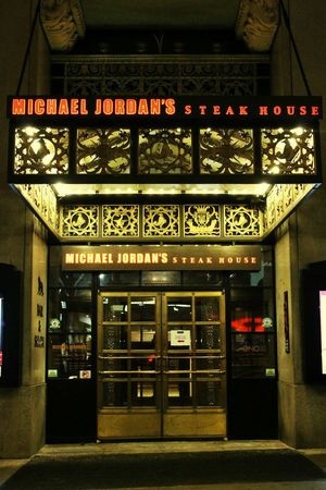 Chicago Restaurant Steakhouse Michael Jordan Chicago Bulls Basketball Legacy 23 Michigan Avenue Nightphotography Streetphotography