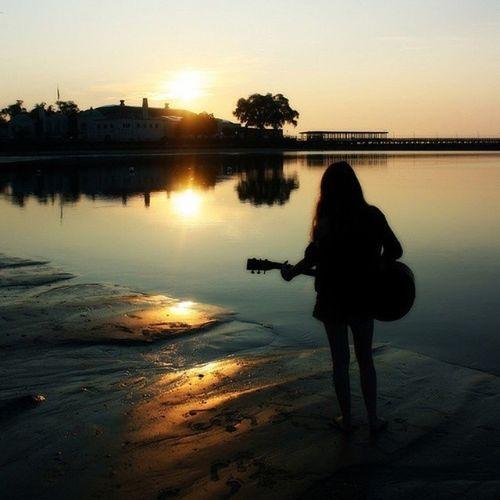 Я не выпущу гитару из рук.. Никто не заставит😊
