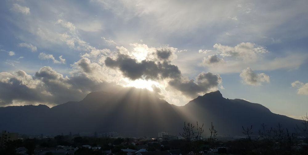Sunset Mountain Tree Sun Sunbeam Sky Cloud - Sky Mountain Range Atmospheric Mood Scenics