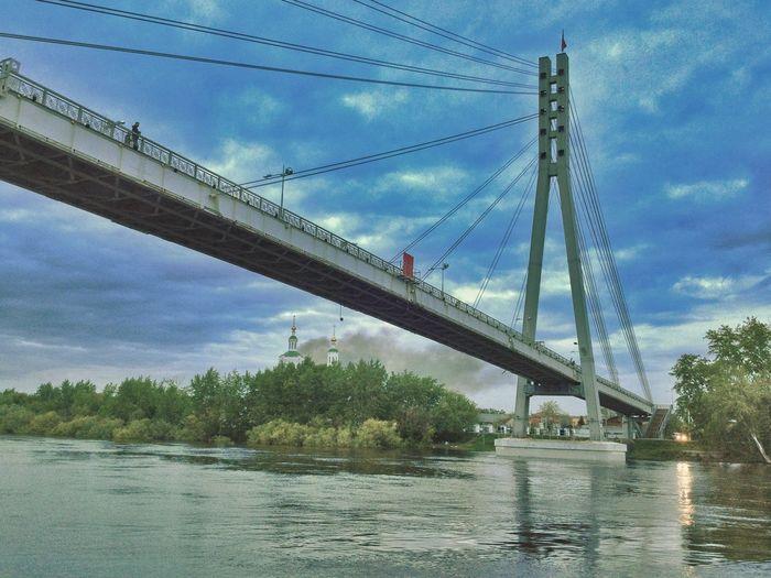 Стою под мостом в Тюмени и молчу