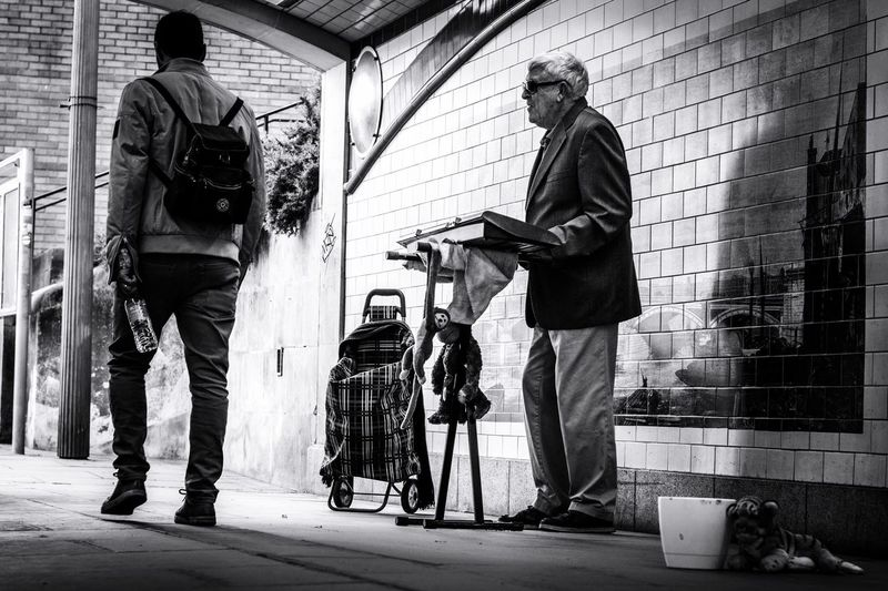 The Street Photographer - 2017 EyeEm Awards London Real People Streetphotography Streetmusician