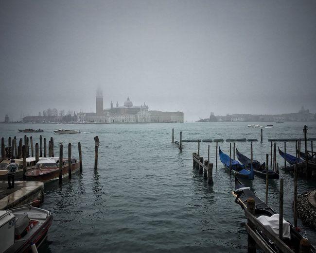 Venezia amore mio | #ShotOniPhone6S #Hipstamatic app | Snapseed Gondola - Traditional Boat Youmobile Wearegrryo Shootermag Transportation Long Goodbye Neighborhood Map