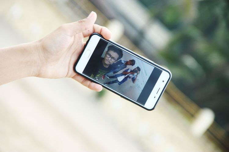EyeEmNewHere EyeEm Selects Close-up Photography Themes Outdoors Smart Phone Human Hand SelfieShot