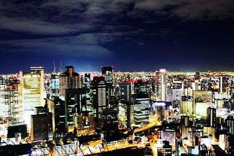 🌁 야경은 익숙하지 않아서 아름답고, 사람은 익숙해지니 더 아름답네. 우메다 우메다공중정원 우메다스카이빌딩 우메다스카이빌딩공중정원 오사카 일본 여행 여행스타그램 일본여행 오사카여행 야경 야경스타그램 빈카메라 Umeda Umedaskybuilding Night Nightview OSAKA Japan Travel Starbucks Follow Follow4follow Bincamera