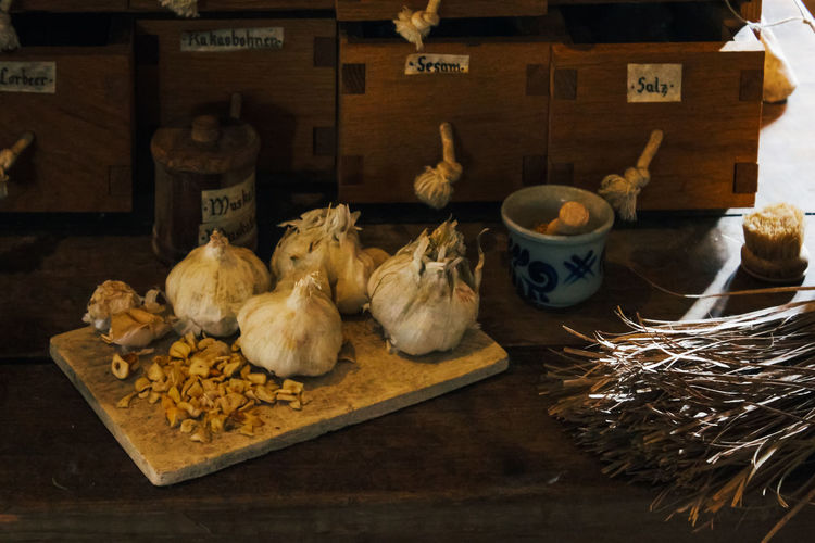 Food And Drink Food Indoors  No People Freshness Large Group Of Objects Choice Wellbeing Container Variation Healthy Eating Bowl Table Still Life Domestic Animals Market Mammal High Angle View Abundance Chicken Garlic Garlic Bulb Dry Old