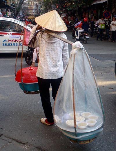 Old Quarter, Hanoi Hanoi, Vietnam Street Food Making A Living Hanoi , Vietnam Food Street Photography Conical Hat Hanoi Food Lunch Phố Cổ Portable Business Street Food Worldwide