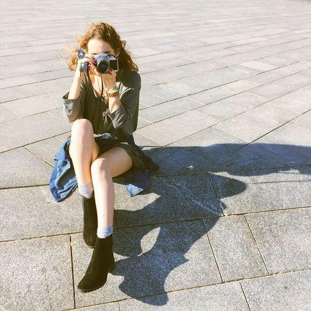 Shooting Photography Camera Taking Photos Girl Portrait Autumn Sunny Day The Traveler - 2015 EyeEm Awards The Fashionist - 2015 EyeEm Awards Visual Trends SS16 - Lifestyle x Travel The City Light