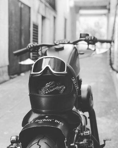 Motorbike Biker Life Custom Bikes Harley Davidson Focus On Foreground Street Security Real People City Motorcycle Close-up Transportation Helmet