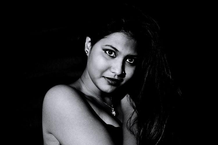 lady of black
