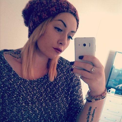 Changed my hair, again. Tattoos Redlipstick Plumnailvarnish Beanie posebristishgirltattooedgirlwinter™