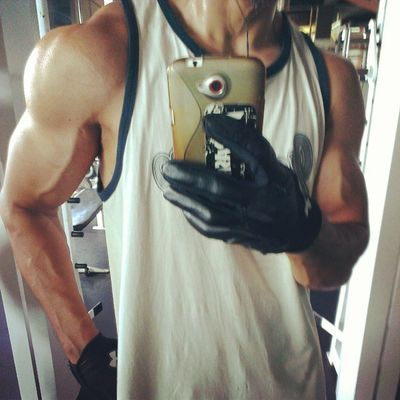 Delts are done and delt with. AsweatAday Gym HIIT calisthenics stayripped eatCupcakes or whateverfcuk